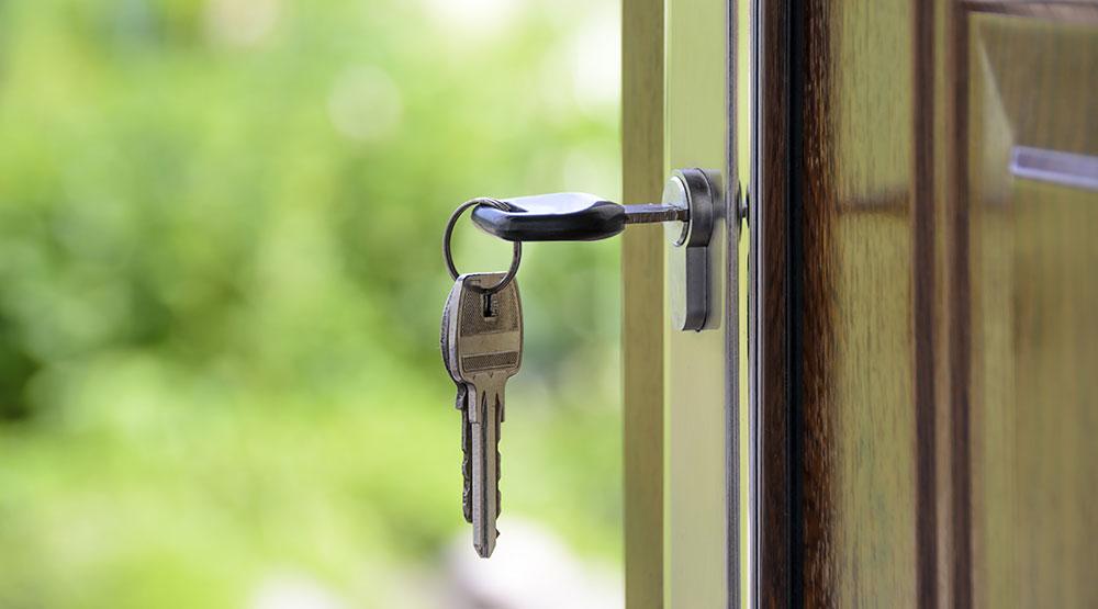 clé dans porte