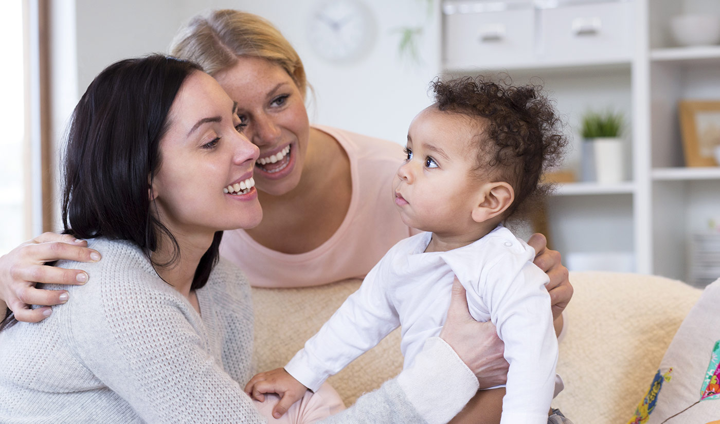 couple femmes avec leur bébé